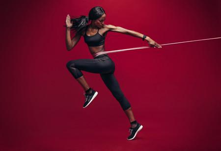 Una rutina de entrenamiento con gomas elásticas para mejorar en el running