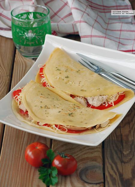 Crêpes de pollo asado, tomate y queso emmental: receta de aprovechamiento