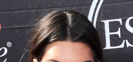 Kendall Jenner se tatúa los labios y las redes sociales se revolucionan