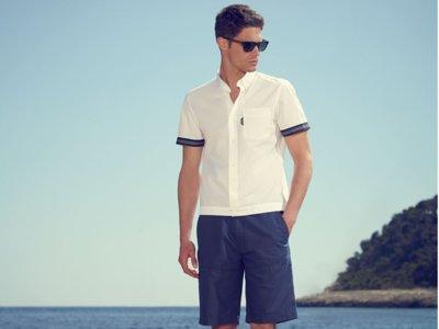 Una camisa blanca de manga corta, ahora sí