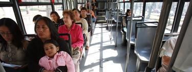 Móviles falsos: la solución de los vecinos de Ciudad de México a los atracos en el autobús
