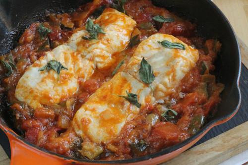 Tacos de merluza en jardinera de pisto, receta familiar