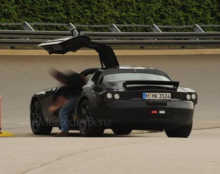 """Fotos espía de las """"alas de gaviota"""" del Mercedes SLC"""