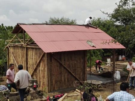 Temakepalis: iniciativa que construye casas de bambú para damnificados por el sismo del 19S en México