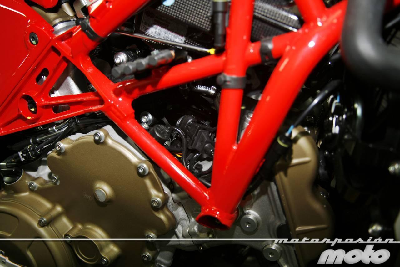 Foto de Ducati Desmosedici RR, toma de contacto (prueba dinámica y galería de fotos) (3/55)