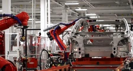 La fábrica de Tesla cierra temporalmente por reformas