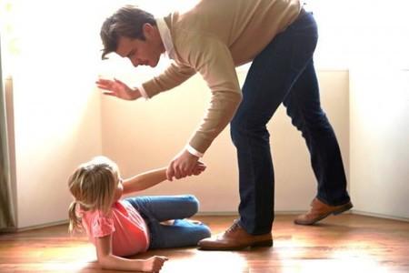 Siete potentes razones por las que jamás debes pegarle a un niño