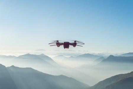 Estos investigadores tienen una idea para aumentar el alcance de los drones en logística: que usen el transporte público