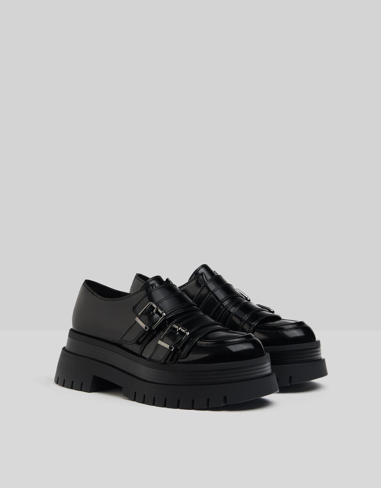 Zapatos con plataforma y hebillas