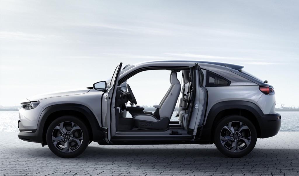 Mazda MX-30: el primer coche eléctrico de la marca nipona llega con 200 km de autonomía y
