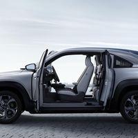 """Mazda MX-30: el primer coche eléctrico de la marca nipona llega con 200 km de autonomía y """"puertas suicidas"""""""