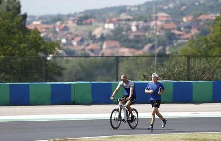 """El desafortunado """"affaire"""" del equipo Mercedes con el ciclismo"""