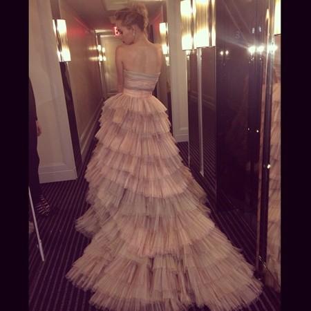 Suki Waterhouse y su Burberry lo dan todo en la gala del Met 2014