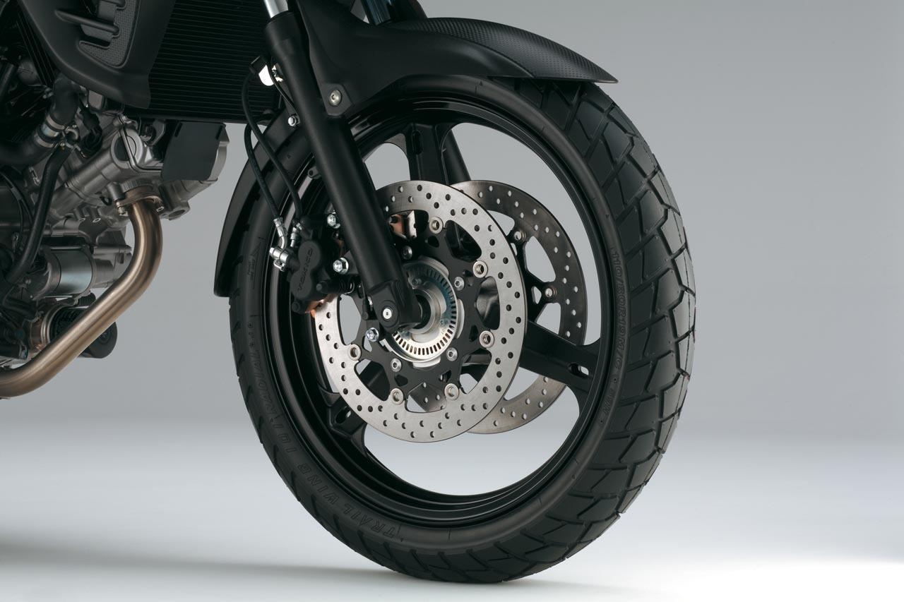 Foto de Suzuki V-Strom 650 2012, fotos de detalles y estudio (23/50)