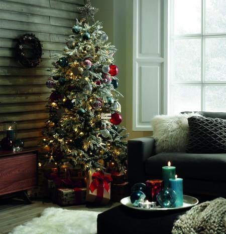 Coronas para decorar y ambientes interiores para inspirar una dulce Navidad