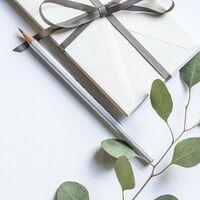 Si buscas una alternativa a los clásicos regalos de comunión, una tarjeta de su tienda favorita puede ser una buena idea