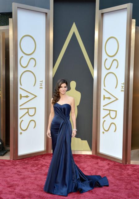Sandra Bullock hace su aparición en los Oscar 2014 de Alexander McQueen