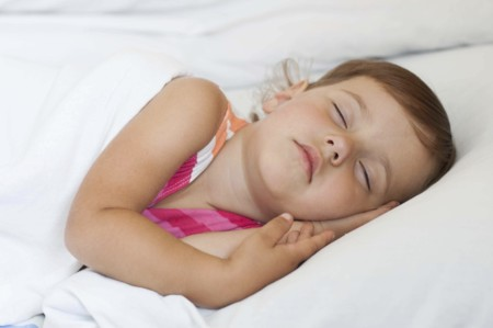 Niña durmiendo siesta