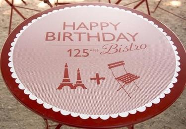 La silla Bistro de Fermob celebra su 125 aniversario con una Torre Eiffel muy especial