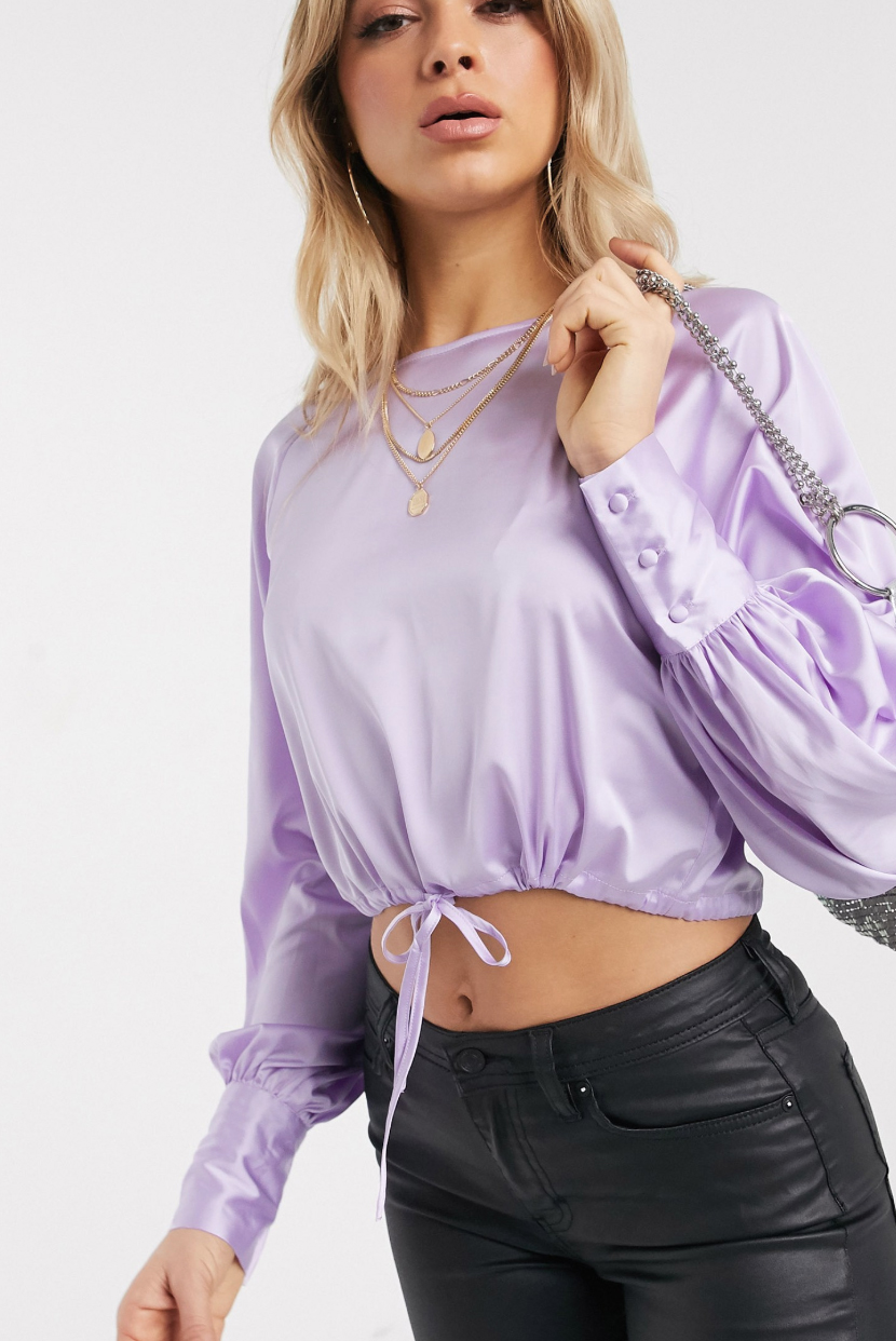 Top de satén con cuello redondo y cordón ajustable en la cintura en lila de NA-KD