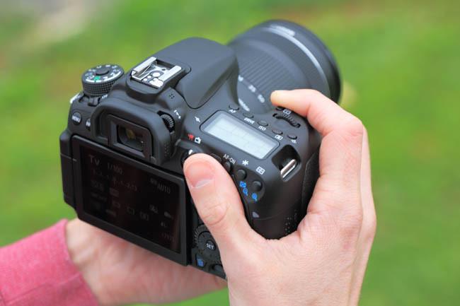 Canon EOS 70D en las manos
