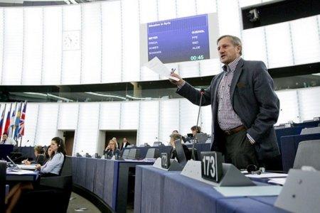 El eurodiputado Willy Meyer se reunirá el miércoles con Assange