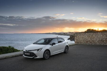 Corolla Hb 1 8l White Bitone 2019 004 617410ok