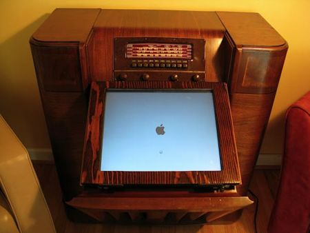 Radio Philco con un Mac mini en su interior