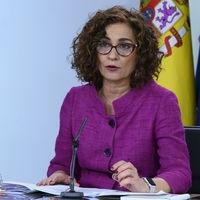 La ministra Montero descarta mejorar la fiscalidad de los ERTES