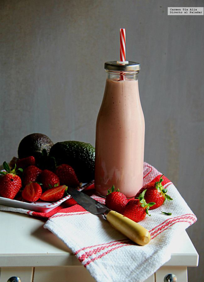 Smoothie De Fresa Aguacate Y Queso