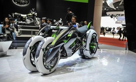 Kawasaki J Three Wheeler EV: Una moto eléctrica de arquitectura variable