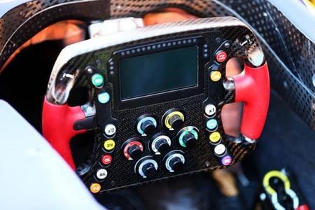 McLaren introduce el PCU-8D, el volante con pantalla LCD