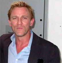 Craig, un Bond chaparro, rubio y extraño