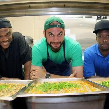 Del Noma al Bronx: dejó el mejor restaurante del mundo para cocinar en colegios (y por fin los niños comen bien)