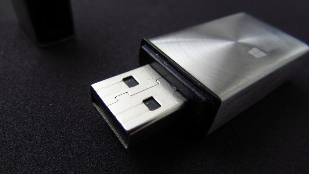 Cómo asignar una letra permanente a una unidad USB en Windows