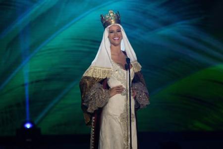 Desiré Cordero, la española que puede convertirse en Miss Universo, se viste de Isabel la Católica en el certamen