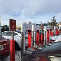 Tesla abre la estación de Supercargadores más grande del mundo: 56 puntos para recargar 120 km de autonomía en cinco minutos