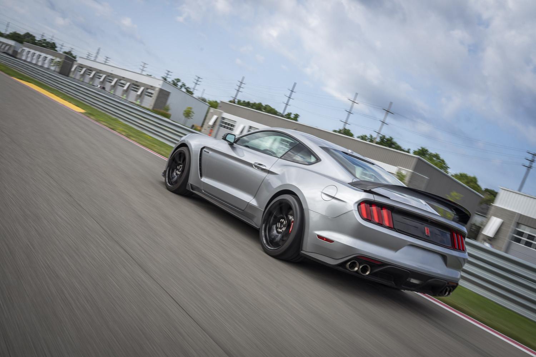 Foto de 2020 Ford Mustang Shelby GT350R (2/8)