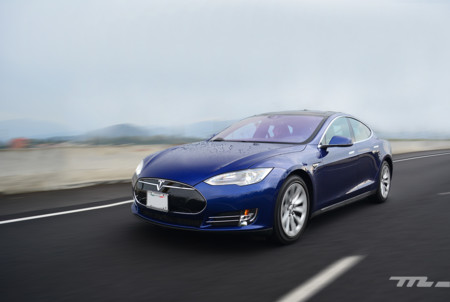 Probamos el Tesla Model S... y creías que tu computadora era rápida