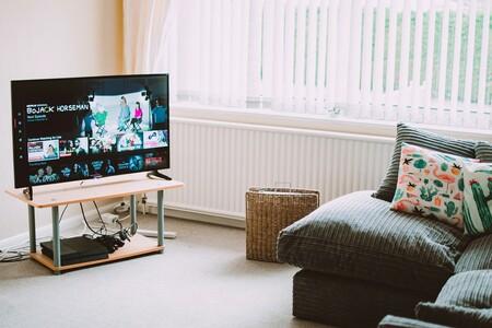 Los mexicanos ven cada vez más televisión abierta por noticiarios, también consumen tres horas al día de YouTube y Netflix