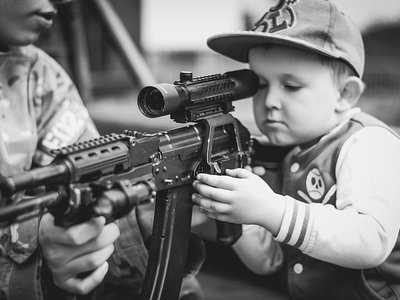 Cada dos días muere un niño por un disparo accidental en EEUU ¿cómo explicarlo?