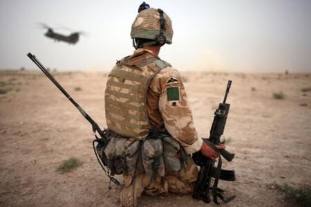 El Reino Unido quita soldados y pone drones: la renovación de su ejército pone el foco en una hipotética guerra cibernética