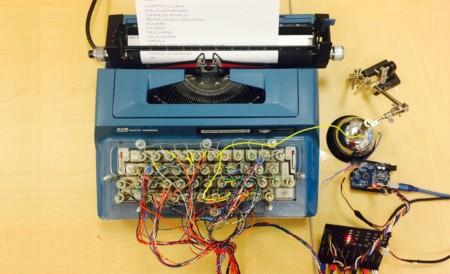 """Una vieja máquina de escribir reconvertida a impresora, y que además """"toca"""" música"""