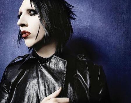 Dios mío... ¡Marilyn Manson pintará a Angelina Jolie desnuda!