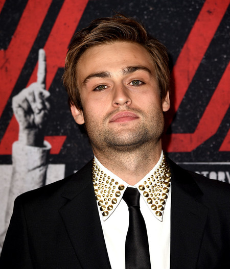 Douglas Booth Eyeliner Red Carpet The Dirt Premiere