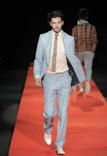 Vivienne Westwood, Primavera-Verano 2010 en la Semana de la Moda de Milán IV