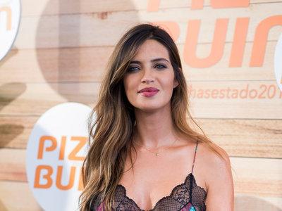 Sara Carbonero y su look perfecto para una piel bronceada