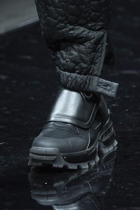 Los sneakers de este invierno retoman el velcro como parte de su futurista diseño