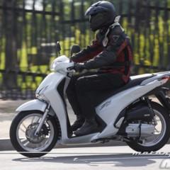 Foto 5 de 19 de la galería honda-scoopy-sh125i-2013-prueba-valoracion-galeria-y-ficha-tecnica-fotos-accion en Motorpasion Moto