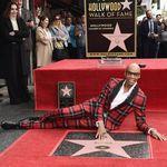 RuPaul se enfunda en el tartán de Versace para recibir su estrella en el paseo de la fama